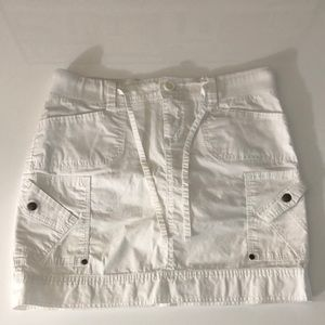 Size 8 (waist 32) white skirt with pockets
